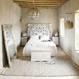 Housekeeper position/host for a villa in Ibiza