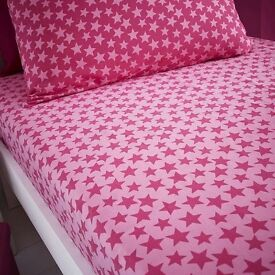 Dunelm Mill pink stars, double duvet cover, matching fitted sheet and 2 pillow cases - NEVER USED