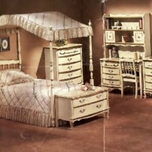 Girl's Canopy bed and matching bedroom suite