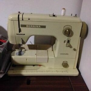 VINTAGE.BERNINA MINIMATIC SEWING MACHINE -like new!