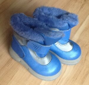 Cherokee Toddler Snow Boots Size 7