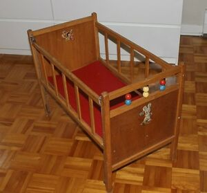 DOLL CRIB WITH DROP-DOWN SIDE