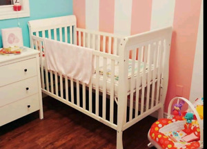 White crib and toddler bed