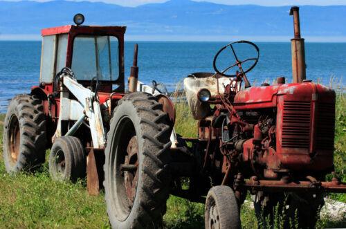 Antique Tractors vs. Modern Tractors: How to Decide