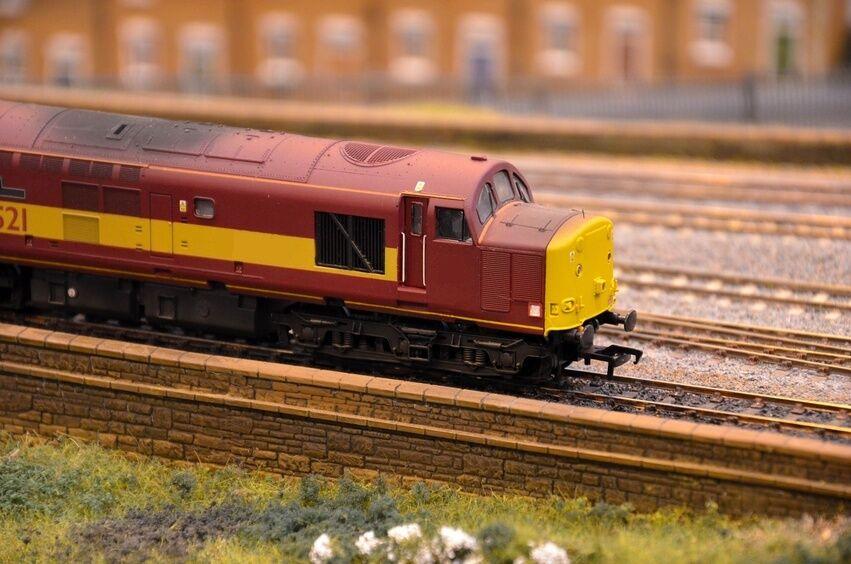 The Beginner's Guide to OO Gauge Hornby Locomotives