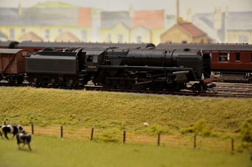 Modelleisenbahn TT: Eisenbahnmodelle im Maßstab 1:120