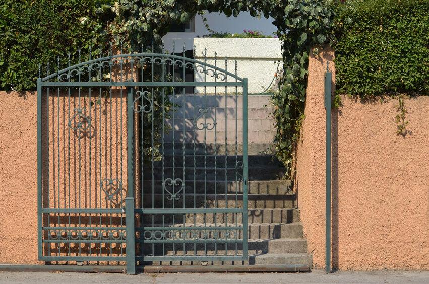 how to install a sliding gate