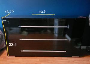 6 drawer black dresser and 2 matching nightstands