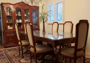 Gorgeous Mahogany Dining Room Set - Renovating home, must go