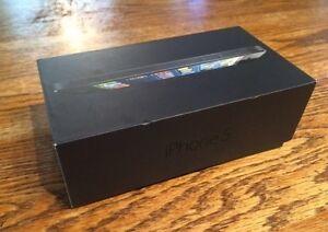iPhone 5- mint condition, in original box! Kitchener / Waterloo Kitchener Area image 2