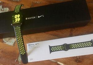 Apple Watch Nike+ Series 2 42mm (2 bracelets)