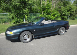 1998 Ford Mustang décapotable V-6
