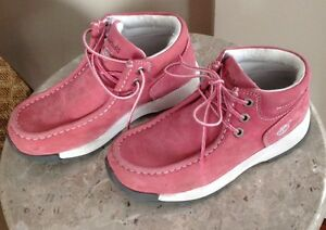 Girls Leather Shoes, size 2, new condition