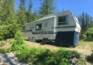 Excellent Condition Fifth Wheel For Sale