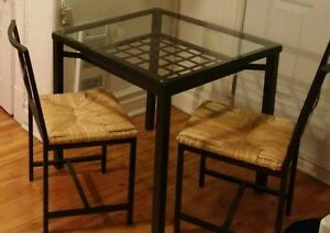 Set de table et 2 chaises / 1 table and 2 chairs