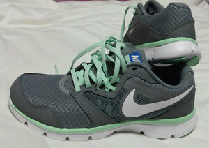 Brand new Nike shoes for women - chaussure sport femme Nike $80