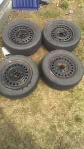 Four 15'' rims with two good summer tires
