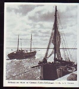 1948 -- BATEAUX DE PECHE AU CROISIC B794 - France - 1948 -- BATEAUX DE PECHE AU CROISIC il ne s'agit pas d'une carte postale , mais d'un beau document paru dans la rare la france en 1948 le document GARANTI D'EPOQUE est en tres bon état et présenté sur carton d'encadrement format115 x 105 mm FR - France