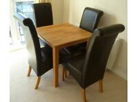 Oak table and chairs in vgc