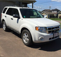 2012 FORD ESCAPE AWD, LOADED, LOW KM's!