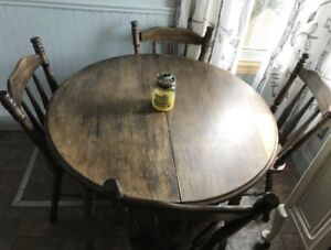 Solid wood table with 4 chairs and 1 leaf