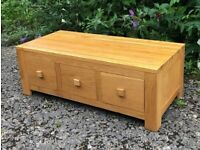 Solid Oak - Natural Contemporary 6x Drawer Coffee Table / Chest - Oak Furniture Land - VGC!