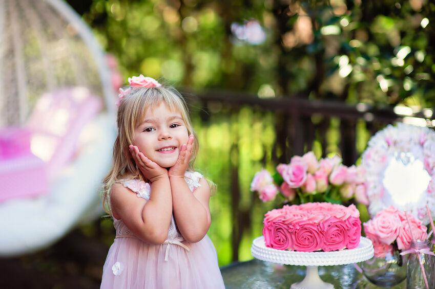 Creative Ways to Decorate Birthday Cakes