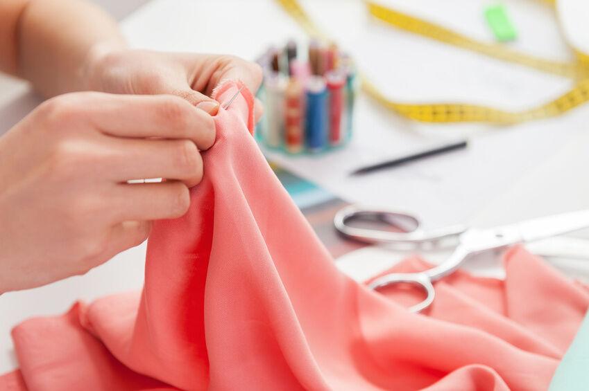 Mit Nadel und Faden: der Trend zum DIY-Schneidern
