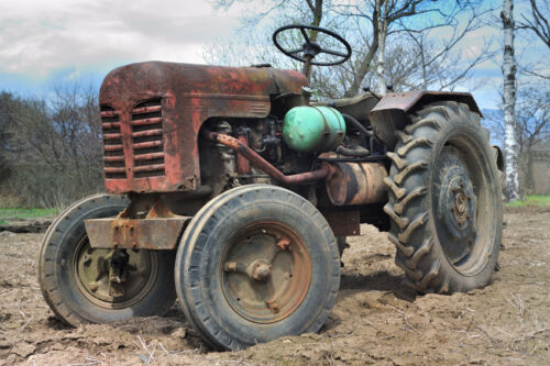 The Complete Guide to Buying Antique Tractor Parts and Accessories Online