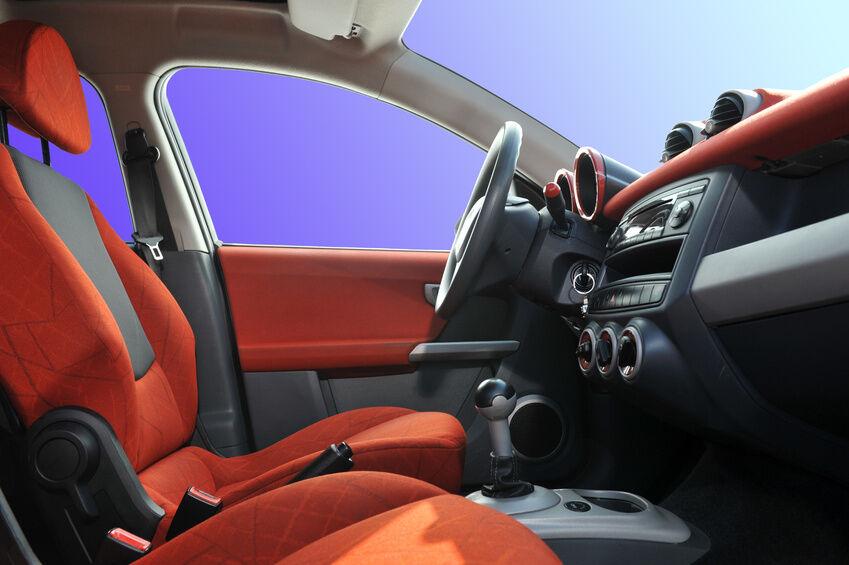 Von Kopfstütze bis Sitzfläche: Schonbezüge für Autositze im Robustheitstest