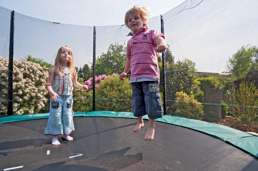 Mit dem Gartentrampolin hoch hinaus - Training für die ganze Familie