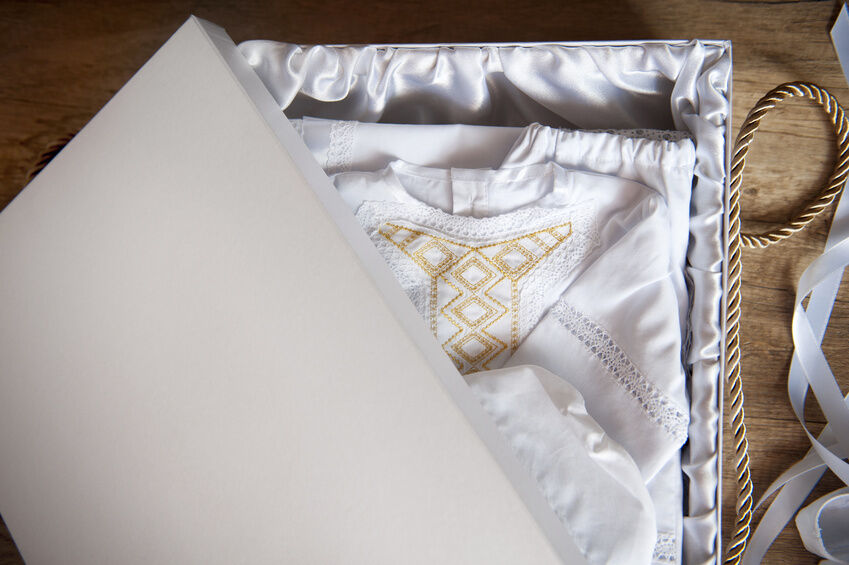How to Preserve a Dress in a Dress Box