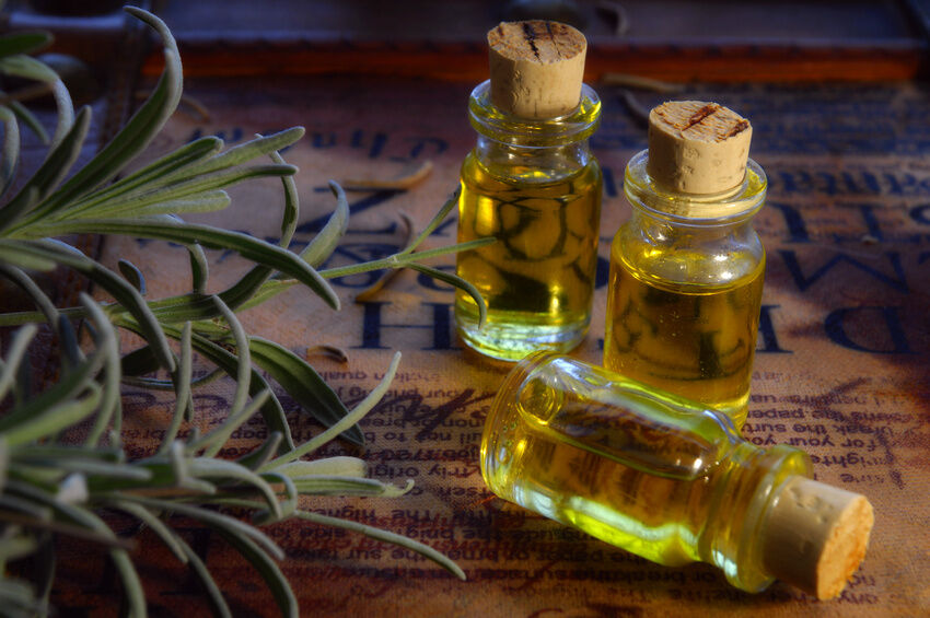 Ways to Use Cedarwood Oil for Aromatherapy