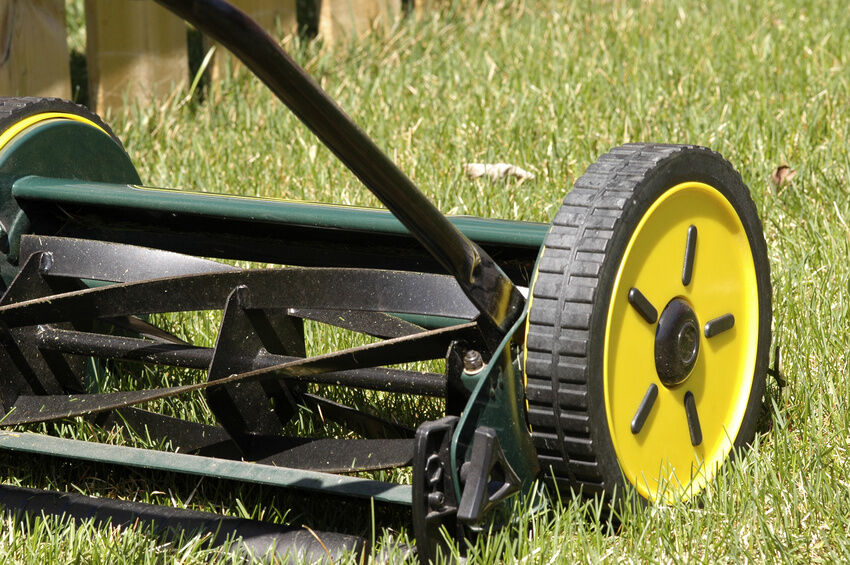 How to Replace a Lawn Mower Reel