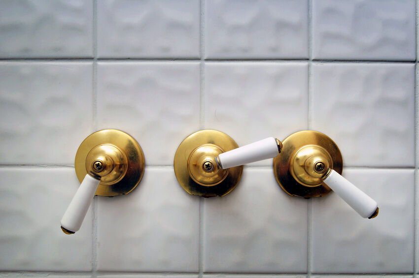 delta shower faucet or delta tub shower valve comes ready to install