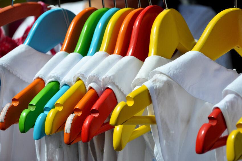 Holz, Plastik, Draht: Welche Kleiderbügel eignen sich wofür?