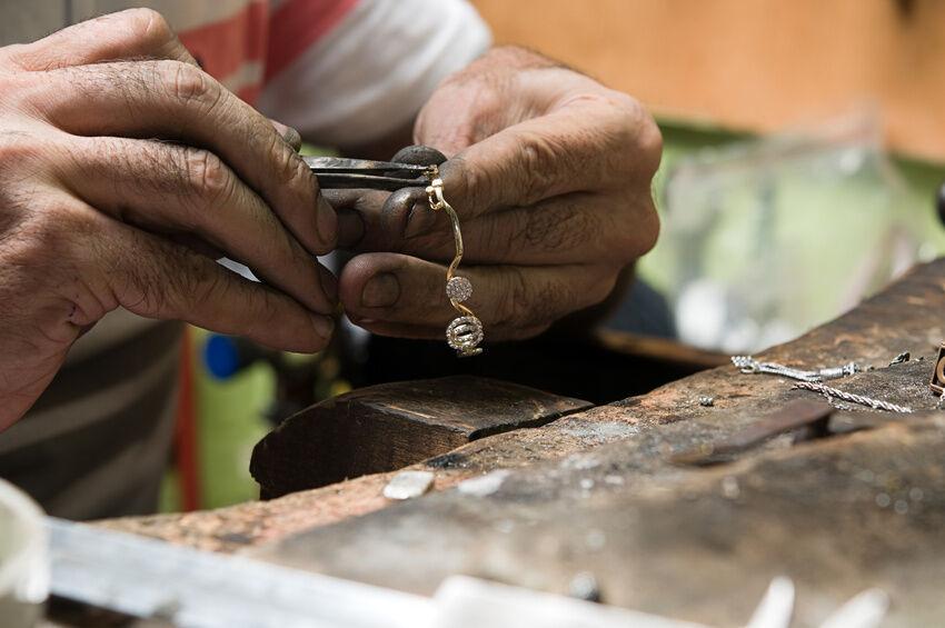 Was Sammler beim Kauf von alten Goldschmiede-Werkzeugen beachten sollten