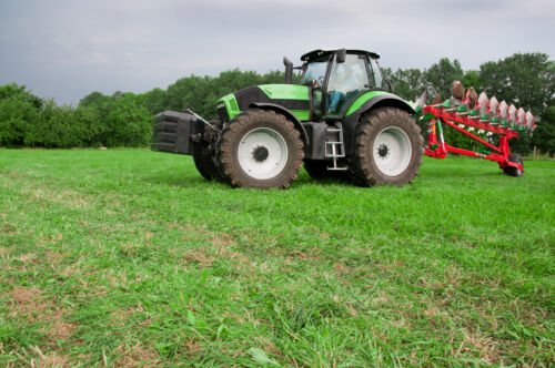 Modern Tractors: Your eBay Buyer's Guide to Cutting the Cost of Agricultural Equipment