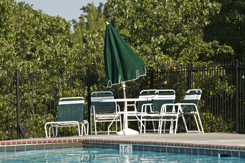 How to Choose and Install Pool Fencing