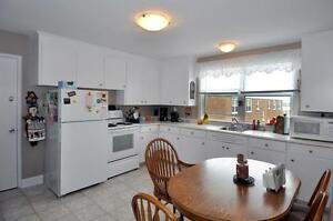 Beautiful 2 bed off Pleasant St with spacious eat-in kitchen!