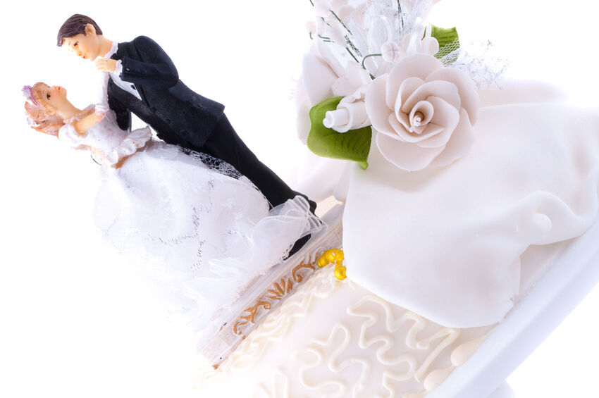 Your Guide to Buying Wedding Cake Toppers