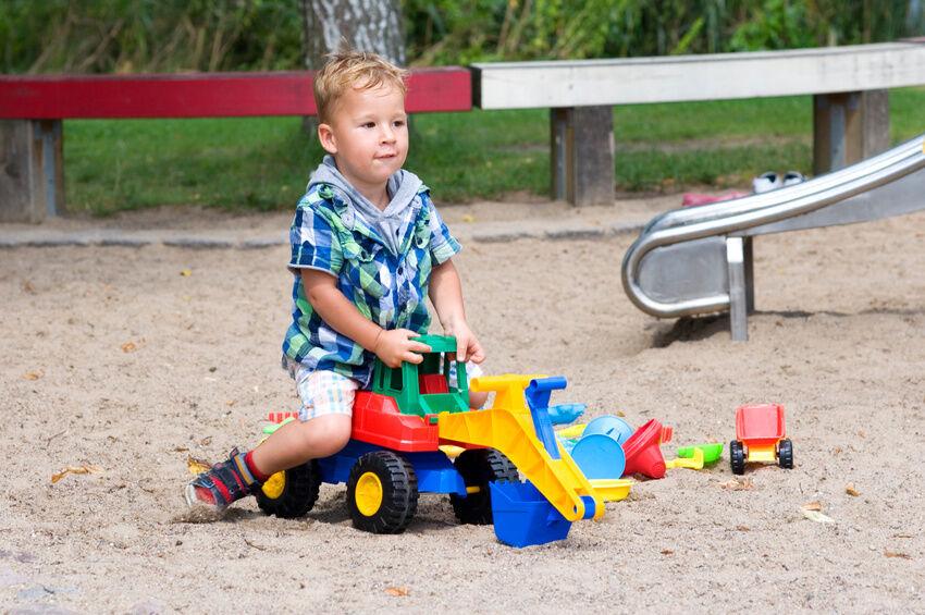 Baustelle Sandkasten: diese Modelle machen kleinen Bagger-Fahrern richtig Spaß