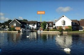 Riverside holiday cottage in Wroxham, Norfolk Broads - Good availiabilty for 2017. Great for kids!!