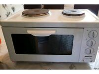 Small oven with hot plates