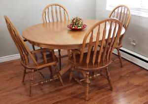 "Solid Oak 48"" Round Table and 6 Captians chairs."