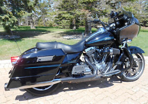 2009 Harley Davidson Road Glide Blacked out, looks awesome!