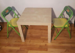 Toddler table and chair / table et chaise