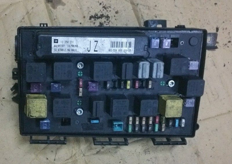 vauxhall astra mk5 front fusebox 2007