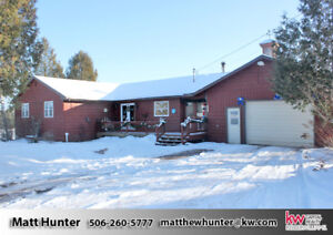 Spacious 3 Bedroom Bungalow - 20 Minutes from Oromocto