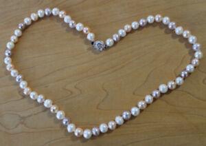 collier de vrai perles d'eau douce de couleur multicolore pâle